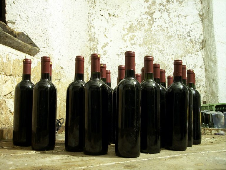 bottle-96327_1920
